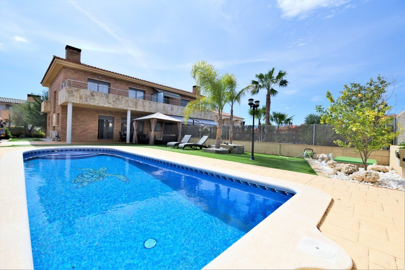 Rent Villa On Costa Dorada Calafell Tamarit Salou Roda De Bara Idee