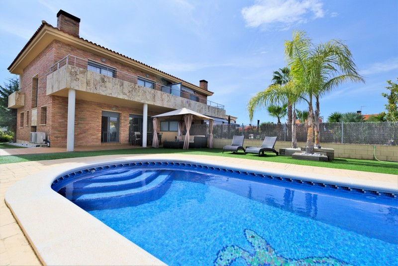 Villa For Summer Rental In Roda De Bera  Villa With Private Pool